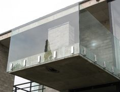50 Incredible Glass Railing Design for Home Blacony 2 - All About Balcony Glass Handrail, Frameless Glass Balustrade, Glass Stairs, Glass Door, Exterior Handrail, Staircase Handrail, Patio Railing, Balcony Railing Design, Modern Balcony