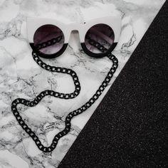 Corrente de óculos preta (metal) http://ehtipoaudrey.tanlup.com/  corrente de oculos - corrente - oculos gatinho - oculos de gatinho - oculos kurt cobain - vintage style - estilo vintage - verão - tendencia - moda - fashion - summer   #corrente #correntedeoculos #sunglasses #chain #acessorios #bijuterias #moda #fashion #trend #sunglasseschain #glasseschain #salvaoculos #oculos #cordãodeoculos #cordinha #cordinhadeoculos #chain #glasses