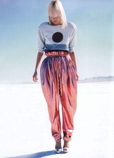 Futuristic Harem Pants - Celestial Outfit Ideas - Photos Source by ideas moda Space Fashion, Metal Fashion, Look Fashion, High Fashion, Fashion Tips, Fashion Design, Fashion Trends, Ladies Fashion, Fashion Ideas