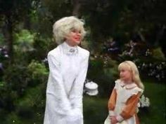 """""""Carol Channing gives the greatest acting performance of all time in this scene from the 1985 TV movie of 'Alice in Wonderland.'"""" NIGHTMARE FUEL"""
