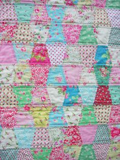 HenHouse: A Pretty Interlude tumbler quilt