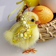 Great Needlework in 2020 Brooches Handmade, Handmade Ornaments, Handmade Jewelry, Bead Embroidery Jewelry, Ribbon Embroidery, Beaded Crafts, Jewelry Crafts, Bee Brooch, Idee Diy