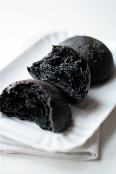 16 April Lunch: charcoal bread with kaya butter today~~ but i forget take picha again >. Charcoal Bread, Black Burger, Bread Recipes, Vegan Recipes, Black Food, Morning Food, No Bake Cake, Finger Food, Fall Recipes