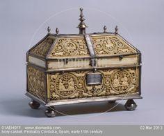 Arqueta de marfil y herrajes de plata,proveniente de Cordoba califal,siglo XI