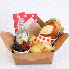 Cute picnic party idea.