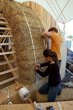 Very cool haybale building technique. Would be a great outbuilding / workshop.