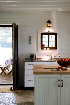 Fitch Bay Cabin | HomeDSGN, a daily source for inspiration and fresh ideas on interior design and home decoration.