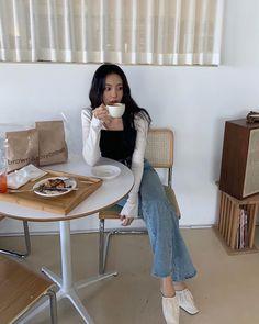 Korean Ootd, Ulzzang Korean Girl, Cute Korean, Japanese Outfits, Japanese Fashion, Korean Fashion, Aesthetic Photo, Aesthetic Girl, Pretty Outfits