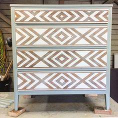 Vintage Painted Furniture Diy Home Decor Ideas For 2019 Paint Furniture, Furniture Projects, Furniture Makeover, Furniture Design, Furniture Plans, Furniture Chairs, Garden Furniture, Bedroom Furniture, Geometric Furniture