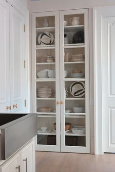 Living somewhere where this is a built in china cabinet just like this.....ideal.