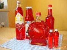 Na růžový sirup můžeme použít jakékoliv květy z pnoucí růže (kvůli barvě se používají růžové a červe...