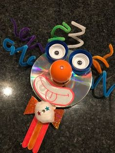 CD Craft Clown mit (kostenlosem) Material - CD Craft Clown mit (kostenlosem) Material In . Cd Crafts, Preschool Crafts, Diy And Crafts, Arts And Crafts, Carnival Crafts, Carnival Masks, Diy For Kids, Crafts For Kids, Colorful Feathers