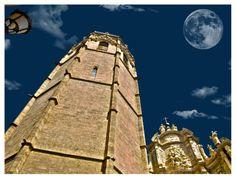Fotomontaje de luna y Micalet. Valencia