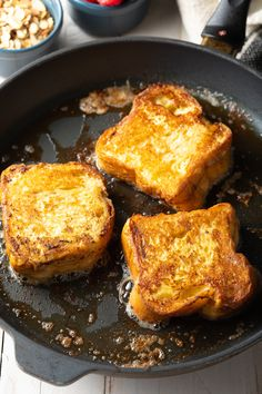 How To Make French Toast: Perfect crispy-on-the-outside custard-like-on-the-inside Pain Perdu. Our Easy French Toast Recipe is magic! Best French Toast Recipe Ever, Perfect French Toast, Make French Toast, Pain Perdu Nutella, Brunch Recipes, Breakfast Recipes, Pain Au Levain, Bread Toast, Fast Easy Meals