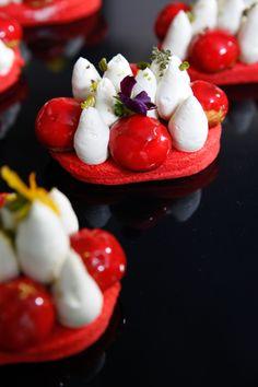 Autour de la fraise : les beaux Saint-Honoré à la fraise de Jonathan Blot ! #GDMR #teva #fraise ©Marie ETCHEGOYEN/TEVA