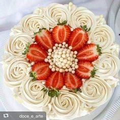 New birthday cake recipe ideas fondant ideas Chocolate Buttercream Cake, Buttercream Cake Designs, Buttercream Icing, Cake Chocolate, Icing Recipe, Frosting Recipes, Cake Recipes, Cake Decorating Techniques, Cake Decorating Tips
