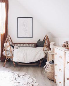 """1,787 mentions J'aime, 54 commentaires - Flo (@jauraispumappelermarcel) sur Instagram : """"Le nouveau lit de Jude emprunté à @emiliechoufleurlajolie Un petit lit de bébé parfait pour…"""""""