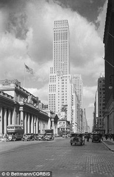 1930 Manhattan New York City New York State USA --- View of Avenue and Street looking south. Seen here are the Nelson Tower New York Central Railroad, Manhattan New York, Lower Manhattan, Old Paris, 50 Years Ago, Nyc, Vintage New York, City Scene, Upstate New York