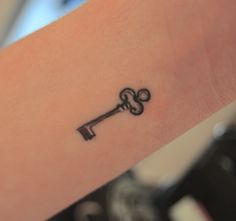 Simple small key tattoo Loving the small little tattoos. Couples tattoo: man has key, woman has heart with key hole.