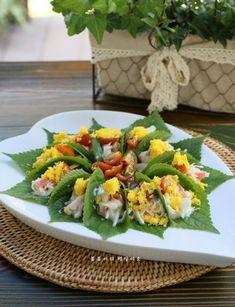 깻잎쌈 샐러드 한쌈씩 들고 먹어요.텃밭요리 : 네이버 블로그 Asian Cooking, Fun Cooking, Cooking Recipes, Look And Cook, K Food, Daily Meals, Desert Recipes, Korean Food, Food Plating