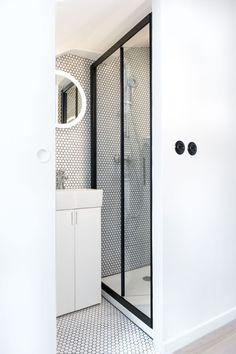mini salle d 39 eau dans une chambre fils studios et comment. Black Bedroom Furniture Sets. Home Design Ideas
