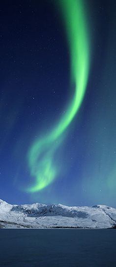 Aurora Borealis.   Looks like God has a new day-glo green Magic Marker...