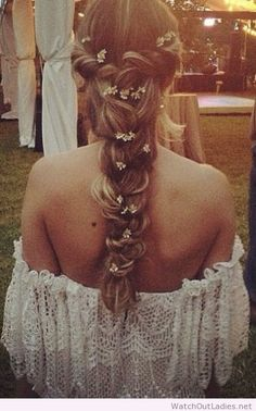 Sweet hippie hairstyle & flowers