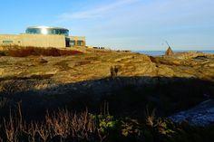 Blick auf Restaurant und Wippfeuer an Verdens Ende, Norwegen // Verdens Ende in Norway