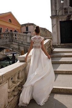 Intricate Elegance: Julie Vino Wedding Dresses - The 2018 Venezia Collection: http://www.confettidaydreams.com/julie-vino-wedding-dresses