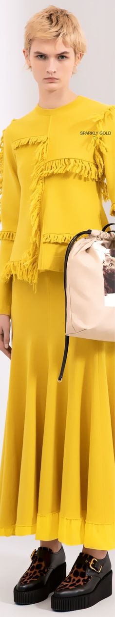 Stella McCartney Pre-Fall 2019 #StellaMcCartney Yellow Fashion, Gold Fashion, Stella Maccartney, Jaune Orange, Mellow Yellow, Fashion Addict, Style Guides, Peplum Dress, Fall
