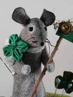 Prim wool Mouse Pinkeep Shamrock E pattern - Big pincushion wool fabric pdf clover primitive sewing notion day Irish sign pins. $8.49, via Etsy.