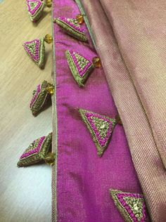 Latest Saree Kuchu/Tassel Designs to Beautify Your Saree Saree Tassels Designs, Saree Kuchu Designs, Fancy Blouse Designs, Bridal Blouse Designs, Hand Embroidery Videos, Hand Embroidery Patterns, Chaniya Choli Designer, Zardozi Embroidery, Elegant Saree