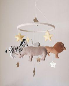 Baby Nursery Neutral, Baby Nursery Decor, Modern Baby Cribs, Nursery Modern, Mobiles, Unique Baby Shower Gifts, Baby Crib Mobile, Felt Baby, Safari Animals