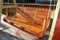 You can hang a pallet porch swing from the ceiling and enjoy a quite morning coffee. Dangle a pallet swing bench from a sturdy tree in the yard so the kids can Pallet Crates, Pallet Shelves, Pallet Art, Wooden Pallets, Pallet Wood, Pallet Ideas Easy, Diy Pallet Projects, Wood Projects, Wood Ideas