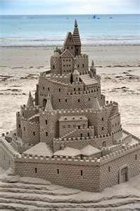 un castello fiabesco al mare... :)
