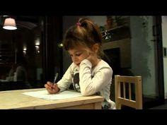 Aprendre a escriure. El reporter Pere Renom fa un magnífic reportatge on grava la seva filla Gal.la, al llarg de mig any, en el seu procés d'aprenentatge de la lecto: INDISPENSABLE per a mestres i famílies!!!