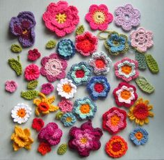 Crocheted flowers tutorial ~~ also other tutorials for other crocheted designs.