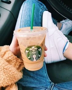 My Favorite Fall Drinks From Starbucks Secret Menu – josie bettcher Bebidas Do Starbucks, Copo Starbucks, Starbucks Iced Coffee, My Coffee, Coffee Drinks, Coffee Break, Coffee Pods, Black Coffee, Coffee Shop