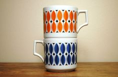 I'd drink tea all day long with these lovelies. Mid Century Modern Tea Cups - Scandinavian Mugs in style of Stig Lindberg Scandinavian Mugs, Scandinavian Pattern, Orange Mugs, Stig Lindberg, Retro Fabric, How To Make Tea, Vintage Pottery, Mid Century Design, Drinking Tea