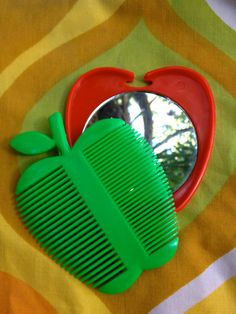 Vintage 1970's Apple Shaped Compact // Mirror by ElkHugsVintage, $12.00