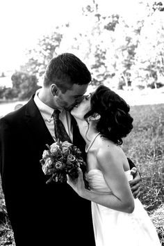 Country wedding kiss. Wedding Kiss, Wedding Bells, Dream Wedding, Wedding Stuff, Wedding Ideas, Great Pictures, Cool Photos, Amazing Photos, Picture Ideas