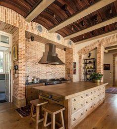 cuisine moderne avec murs de briques