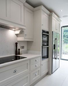 Modern And Trendy Kitchen Cabinets Ideas And Design Tips – Home Dcorz White Kitchen Cabinets, Kitchen Cabinet Design, Interior Design Kitchen, Kitchen Countertops, Soapstone Kitchen, Kitchen Cabinetry, Pantry Cabinets, Shaker Kitchen, Kitchen Pantry