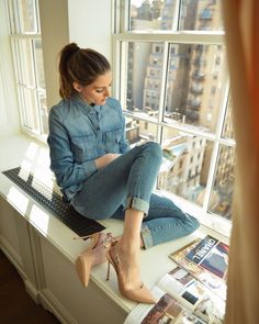 Its a magazine kind of morningYou can find Olivia palermo and more on our website.Its a magazine kind of morning Estilo Olivia Palermo, Look Olivia Palermo, Olivia Palermo Outfit, Olivia Palermo Lookbook, Olivia Palermo Street Style, Jean Outfits, Chic Outfits, Fashion Outfits, Jeans Fashion