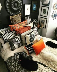 Oh I am spoiling you 3 pics in one day! Sleep for 195 hours a day ✅ Get up for few minutes and grab… Home Bedroom, Bedroom Decor, Bedrooms, Bohemian Bedroom Diy, Bedroom Inspo, Deco Design, Home And Deco, My New Room, Cozy House