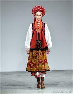 Український народний костюм вперше на подіумі Українського тижня моди | Новина | Всеукраїнська асоціація пенсіонерів