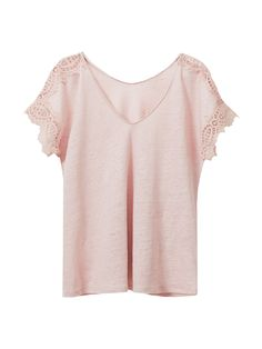 T-shirt with lace detail on the shoulders and sleeves, made from 100% linen. Features a straight fit, V-neck and short set-in sleeves.