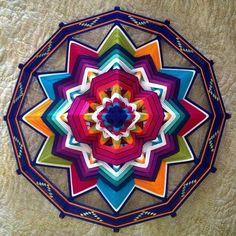 God's Eye Craft, Art N Craft, Crochet Mandala, Mandala Art, Dyi Decorations, Arte Linear, Dream Catcher Mandala, Woolen Craft, Gods Eye
