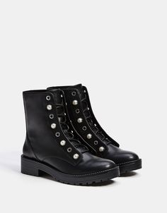 Bershka Croatia - Lace-up ankle boots with faux pearls