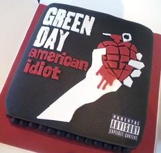 Amazing Green Day cake. Instead of doing fodent on this one I could make it round, use star-tips on some things and a writing-tip on others.